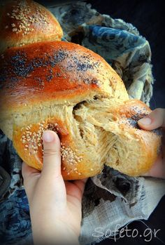 The buns are ala Sofeto, fluffy and nutty, with flour … – Easter Diabetic Deserts, Healthy Desserts, Healthy Recipes, Pureed Food Recipes, Snack Recipes, Cooking Recipes, Bread Recipes, Greek Desserts, Easter Recipes