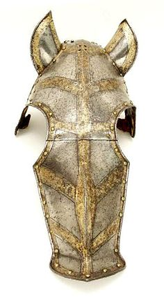 Shaffron (horse's head armor) with poll plate, about 1560 Southern Germany (Augsburg) HAM The Higgins Armory Museum. Horse Mask, Horse Armor, Horse Head, Helmet Armor, Arm Armor, A Knight's Tale, Horse Costumes, Knight Armor, Medieval Armor