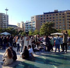Dia soleado, buena música, gente agradable y moda y complementos vintage, hoy en el @Marketreplace, en el balcón de San Lazaro hasta las 20h #zaragoza