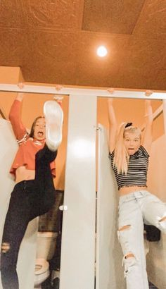 Why is this me in the gym locker rooms though like seriously - Best friend goals - Bff Pics, Cute Friend Pictures, Cute Photos, Cute Bestfriend Pictures, Family Pictures, Best Friend Fotos, Best Friend Pics, Best Freinds, Best Friend Photography