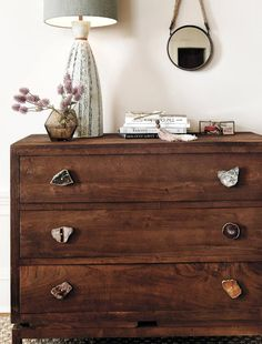 Chest of drawers with natural stone handles