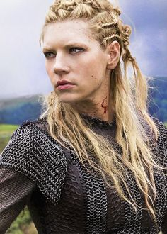 Vikings (TV show) Katheryn Winnick as Lagertha -- She is badass! Can't believe we have to wait until 2015 to see the next season! What a crazy beautiful show! Vikings Lagertha, Lagertha Lothbrok, Norse Vikings, Cheveux Lagertha, Lagertha Hair, Lagertha Costume, Vikings Show, Vikings Tv Series, Wedding Ideas