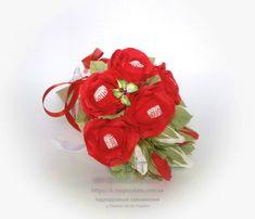 Червоні з Raffaello троянди в конусі. Всього 11 шт.