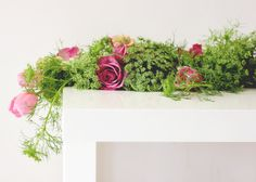 A Fabulous Fete: a fresh flower table runner // diy Table Flower Arrangements, Table Flowers, Diy Wedding, Wedding Flowers, Bella Wedding, Wedding Ideas, Flores Diy, Mesa Floral, Table Garland
