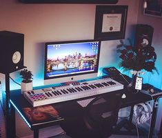 A nice studio setup with Yamaha monitors. Home Studio Setup, Studio Layout, Music Studio Room, Dream Studio, Studio Ideas, Home Music Rooms, Music Bedroom, Gamer Bedroom, Computer Desk Setup
