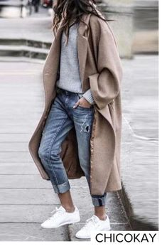 16 Trendy Autumn Street Style Outfits For 2018 - UK : Street style outfits! Trendy street style outfits and outfit ideas to step up your game this autumn. These fall 2018 street style looks are perfect for the streets of London! Autumn Street Style, Street Style Looks, Looks Style, Autumn Style, Fall Chic, Street Style Outfits, Mode Outfits, Fashion Outfits, Sneakers Fashion