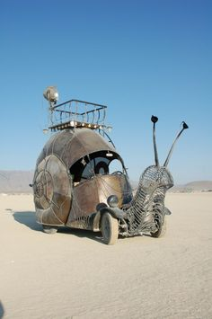 Snail Art Car The Golden Mean - this is awesome. what the hell. Strange Cars, Weird Cars, Cool Cars, Crazy Cars, Snail Art, The Golden Mean, Art Cars, Metal Art, Sculpture Art