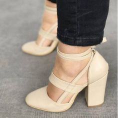 Lace Up Round Toe Chunky Heels