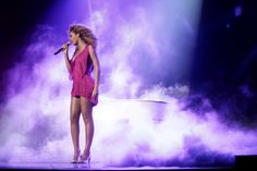 Beyoncé performs in Lille, France Hedda Gabler, Memories, Concert, Beauty, Divas, King, France, Queen, Book