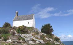 Chapelle Sainte-Barbe à Roscoff, sous le ciel bleu   Finistère Bretagne