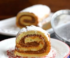 Pionono also known as Brazo de Reina is a popular dessert in Colombia and other Latin America countries. There are many variations of the pionono, but it is Colombian Desserts, My Colombian Recipes, Colombian Food, Coconut Candy, Cake Recipes, Dessert Recipes, Latin Food, Cupcake Cakes, Cupcakes
