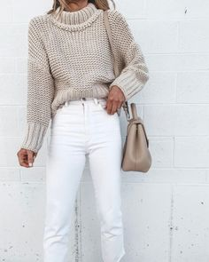 Newest Winter Outfit Ideas With White Jeans To Perfect Your Style Outfits Otoño, Fashion Outfits, Girly Outfits, Stylish Outfits, Cozy Fall Outfits, White Jeans Winter Outfit, Cream Jeans Outfit, Sweater Layering, Sweaters And Jeans