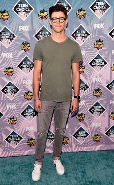 Grant Gustin from Teen Choice Awards 2016 Red Carpet Arrivals The Flash star is casual but clean-cut on the Teen Choice Awards carpet.