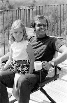 Jack Nicholson and his daughter Jennifer on the deck of his home overlooking Franklin Canyon, Los Angeles, 1969 Jack Nicholson, Ingrid Bergman, Stallone Rocky, Bob, The Expendables, Jackie Chan, Clint Eastwood, Film Director, Famous Faces
