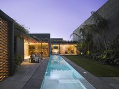 Renovation of a house emphasizing the relation between interior and exterior. Barrancas House by Ezequiel Farca - Mexico City, Mexico Eco Construction, Architecture Design, Minimal Architecture, Building Architecture, Residential Architecture, 1970s House, Bohemian Style Bedrooms, Blue Pictures, Luxury Decor