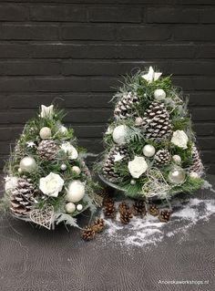 Home Driving Home For Christmas, Christmas Home, Christmas Holidays, Christmas Wreaths, Christmas Crafts, Christmas Decorations, Xmas, Christmas Flower Arrangements, Country Christmas