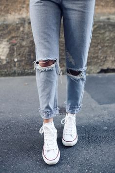 how to style the mom jeans like a pro for all occasions. read more from fashion blogger marybeniga.com