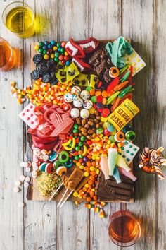 Halloween Candy Charcuterie Platter - Candy - Ideas of Candy - Halloween is my favorite holiday. So recently when Karen Todd and I were styling a fall inspired cheese platter we jokingly threw around the idea of making a candy version. Happy Halloween, Bonbon Halloween, Halloween Food For Party, Holidays Halloween, Halloween Treats, Halloween Candy Buffet, Halloween Inspo, Halloween Table, Halloween Birthday