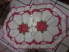Jogo de banheiro com flor camélia  Cru com melancia  Três peças  Barbante 8  Pode ser feito todas as cores