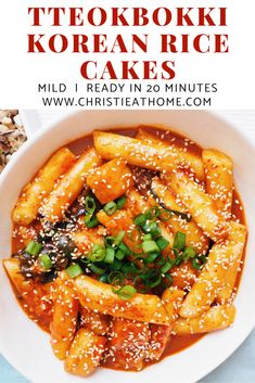 This is one popular Korean street vendor snack. It's so delicious and easy to make at home. Rice Cake Recipes, Rice Cakes, Korean Rice Cake, Korean Dessert, Cooking Recipes, Healthy Recipes, Healthy Food, Vegetarian Recipes Korean, Easy Korean Recipes