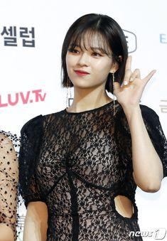 Soribada Awards Red Carpet 190822 #Jeongyeon #정연 Nayeon, Kpop Girl Groups, Korean Girl Groups, Kpop Girls, Korean Women, South Korean Girls, Jhope, Twice Jungyeon, Song Of The Year