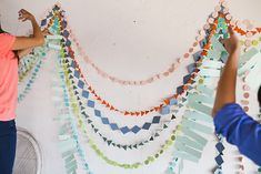 multi geo garland via designlovefest Diy Pompon, Do It Yourself Baby, Fete Halloween, Celebrate Good Times, Diy Party, Party Ideas, Diy Projects To Try, Mobiles, Party Planning