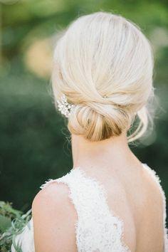 Elegant bridal updo Photo: @mattandjulieweddings Classic Hairstyles, Bride Hairstyles, Cool Hairstyles, Updo Hairstyle, Hairstyle Tutorials, Celebrity Hairstyles, Wedding Hair And Makeup, Hair Makeup, Pelo Formal