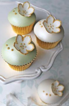 Gold & Green Cupcakes