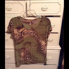 Animal print top size large Short sleeves & stretchy Susan Lawrence Tops