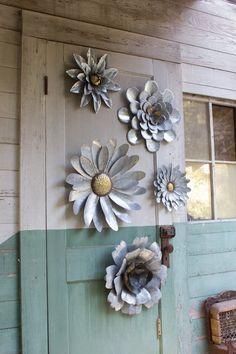 metal art Kalalou Galvanized Metal Flower Wall Hangings- Set Of 5 Metal Sculpture Artists, Steel Sculpture, Art Sculptures, Sculpture Ideas, Metal Tree Wall Art, Scrap Metal Art, Outdoor Metal Wall Art, Welded Metal Art, Metal Artwork