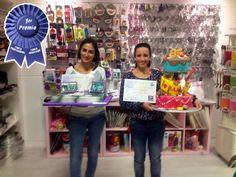 Ganadoras del primer premio en categoría Tarta Profesional y Tarta Amateur. Final Local Concurso Wilton 85 Aniversario. MamaMuffins Shop.