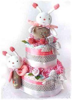 Gateau de couches peluche musicale Cinella Cadeau Baby Shower, Baby Shower Diapers, Baby Shower Cakes, Baby Shower Parties, Baby Shower Themes, Baby Shower Gifts, Baby Gifts, Shower Ideas, Diaper Cake Boy
