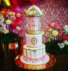 Pastel de carrusel elaborado en Panama City por Genny Hernandez Cake, Instagram, Carousel Cake, The Creation, Pastries, Kuchen, Torte, Cookies, Cheeseburger Paradise Pie