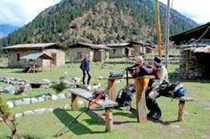 Auf dem Pfad des Masagang Trek gönnen sich die Gipfelstürmer eine Ruhepause
