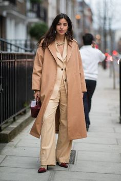 All the London Fashion Week Street Style Looks You Need to See Fast Fashion, Star Fashion, Fashion Outfits, Fashion 101, Fashion Weeks, Fashion Killa, Fashion Women, Granny Shoes, Zapatos Animal Print