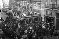 Déraillement d'un tramway, le 19 Mars 1910, rua da Misericórdia. Benoliel, Joshua.1873-1932, fotógrafo Documento PT/AMLSB/JBN/002139.