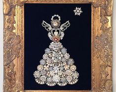 Costume jewelry sapphires, pearls and rhinestones bring luster to this vintage jewelry angel picture. Against a background of burgundy burlap, rhinestone wings and a pearly halo complement a red heart…MoreMore Costume Jewelry Crafts, Vintage Jewelry Crafts, Recycled Jewelry, Jewelry Frames, Jewelry Wall, Jewelry Tree, Copper Jewelry, Jewlery, Jewelry Christmas Tree