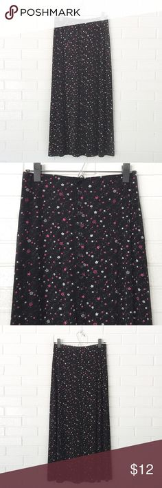 """Make Bundle Offer • Petite Floral Maxi Skirt ▫️Brand: Briggs Petites ▫️Size: S/P ▫️Material: Nylon/spandex ▫️Flaws: NONE  ▫️Description:  •Elastic waist •Faux button front  •Floral pattern •Front hem slit •A-line   ▫️Measurements laying flat: •Waist: 13"""" •Length: 33""""  ▪️NO Trade/Hold ▪️Next Day Shipping ▪️Smoke Free/Kitty Friendly Home Briggs Skirts A-Line or Full"""