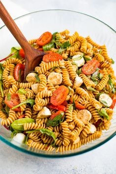 Caprese pasta salad made healthy with protein-packed chickpea rotini, tomatoes, fresh mozzarella, arugula, fresh basil and a delicious homemade balsamic dressing. Healthy Pasta Recipes, Healthy Dinner Recipes, Salad Recipes, Healthy Snacks, Vegetarian Recipes, Healthy Eating, Cooking Recipes, Beef Recipes, Caprese Pasta Salad