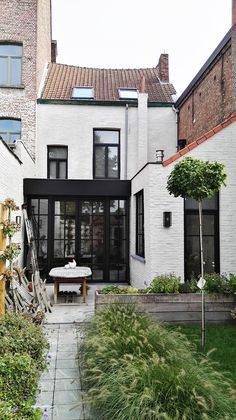 Small Appartment, Cosy House, House With Porch, Mediterranean Homes, Industrial House, White Houses, House Goals, Architecture Details, Home Deco
