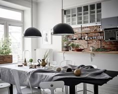 Grey accents and white floors Apartment Kitchen, Apartment Living, Kitchen Interior, Kitchen Dinning, Kitchen Decor, Home Decor Lights, Style Vintage, Grey Walls, Beautiful Interiors