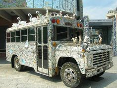 Mosaic Schoolbus outside the American Visionary Art Museum in Baltimore, MD hon. Mosaic Art, Mosaic Glass, Mosaics, Stained Glass, Visionary Art Museum, Mobile Art, Outsider Art, Outdoor Art, Public Art
