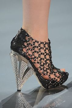 11 Reasons Why Dior is To Die For « TallshortGirl: Footwear Trends, Shoes, High-Heels, Stilettos, Accessories. Pretty Shoes, Beautiful Shoes, Beautiful Legs, Dior Shoes, Shoes Heels, Stilettos, High Heel Pumps, Nude Pumps, Crazy Shoes