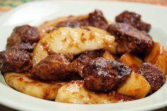 КУРИНАЯ ПЕЧЕНЬ С ГРУШЕЙ. Оригинальный вкусный теплый салат. Ингредиенты 350 гр Куриная печень 4-5 шт Спелые груши 2-3 ст.л. Соевый соус 3-4 ст.л. Мука 3-4 ст.л. Растительное масло По вкусу Соль, черный перец, сухие тра…