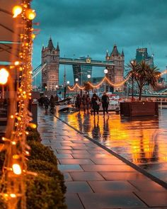 Shared by Find images and videos about travel, city and london on We Heart It - the app to get lost in what you love. City Of London, London Night, London Pubs, London Fotografie, Natur Wallpaper, Places To Travel, Places To Go, Travel Destinations, Tower Bridge London