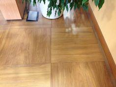 Image 8 Devinez où la photo a été prise ! Hardwood Floors, Flooring, Photos, Pageants, Wood Floor Tiles, Pictures, Wood Flooring, Floor, Floors