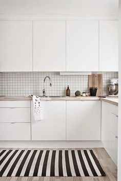 A gallery of minimalist kitchens nordic kitchen, scandinavian kitchen tiles, kitchen white Nordic Kitchen, Minimal Kitchen, Scandinavian Kitchen, New Kitchen, Kitchen Small, Scandinavian Design, Scandinavian Apartment, Minimalistic Kitchen, Minimalist Decor