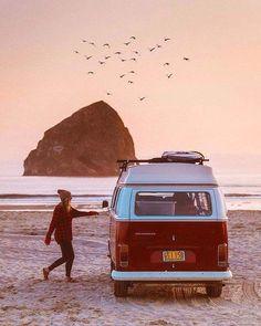 Huntington Beach California Surf and Fun Vw Camper, Volkswagen Bus, Volkswagen Beetles, Camper Life, Van Life, Wolkswagen Van, Vw Minibus, Europa Tour, Travel Photographie