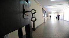 Rivolta dei detenuti nel carcere italiano: inni ad Allah e ai tagliagole Isis - http://www.sostenitori.info/rivolta-dei-detenuti-nel-carcere-italiano-inni-ad-allah-ai-tagliagole-isis/228712
