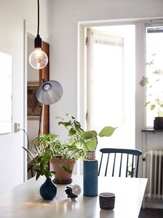 Mid-century modern flat with lots of plants - via cocolapinedesign.com